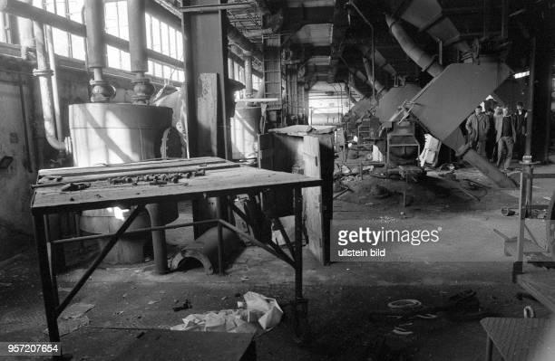 Der VEB Fernsehkolbenwerk Friedrichshain im Bezirk Cottbus kurz vor der Verschrottung, aufgenommen 1985. Das Werk war 1961 mit der Produktion von...