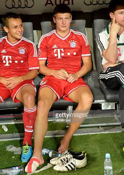 Der verletzte rechte Fuss von Toni Kroos waehrend des Finalspiels FC Bayern Muenchen gegen Manchester City beim AUDI CUP 2013 am 1 August 2013 in der...