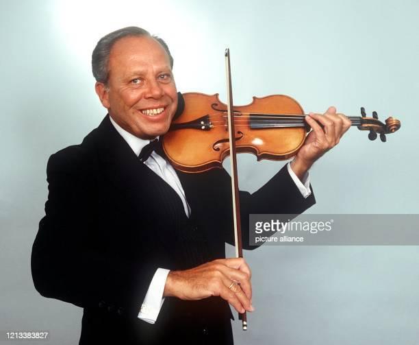 Der ViolinVirtuose Helmut Zacharias ist am 2822002 in einem Heim in Brissago am Lago Maggiore im Alter von 82 Jahren gestorben Als Todesursache gab...