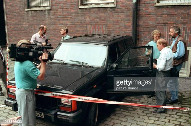 Der von der Polizei im Zusammenhang mit dem Verschwinden des Multimillionärs OttoErich Simon stehende schwarze Jeep am Nach dem Verkauf von zwei...