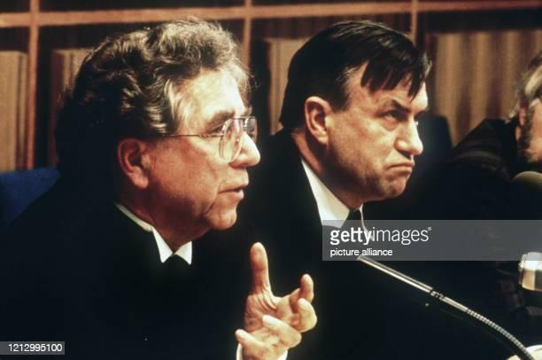 Der Vorsitzende des Rates der Evangelischen Kirche in Deutschland der Berliner Bischof Martin Kruse und der Vorsitzende der Deutschen...