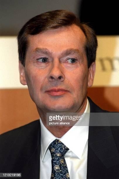 Der Vorstandsvorsitzende der Hoechst AG, Jürgen Dormann, zu Beginn der Hauptversammlung am 5.5.1998 in Frankfurt. Dormann schließt die Fusion des...