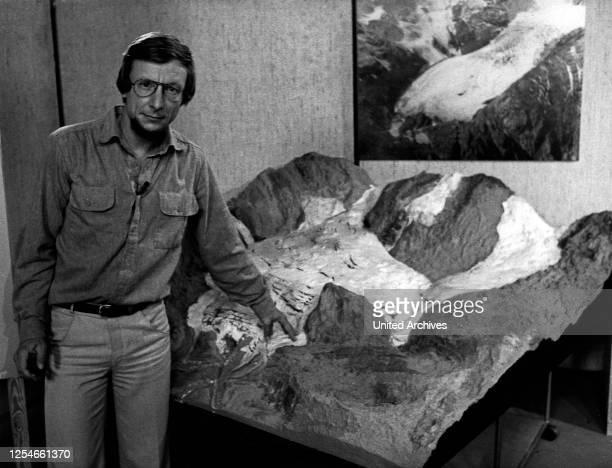 Der Wissenschaftsjournalist Volker Arzt erklärt die Bedeutung der Gletscher im Klimahaushalt der Natur, Deutschland 1980er Jahre.