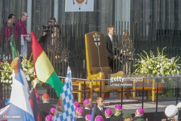 Der XX. Weltjugendtag in Köln 2005 - Papststuhl an der Südseite des Kölner Doms.
