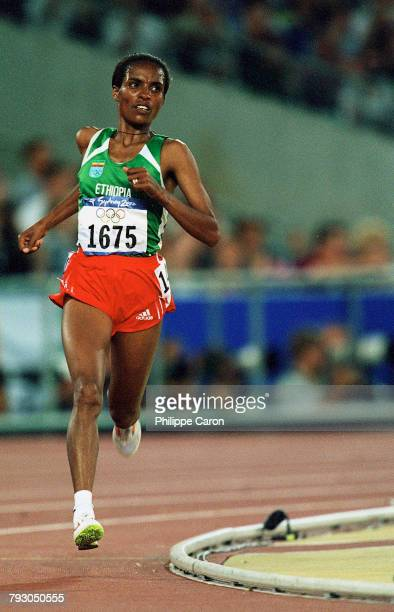 Derartu Tulu from Ethiopia during the women's 10000m of the 2000 Olympics