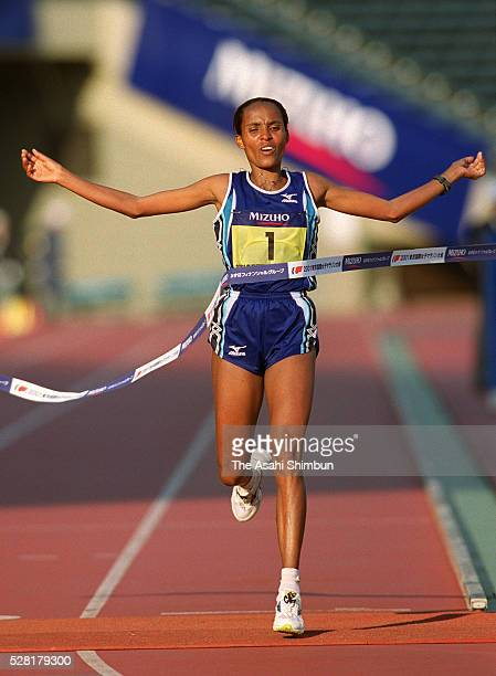 Derartu Tulu of Ethiopia crosses the finishing tape to win the Tokyo International Women's Marathon at the National Stadium on November 18 2001 in...