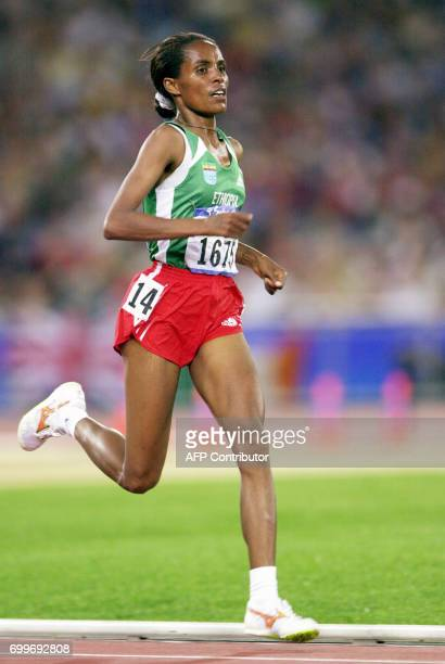 Derartu Tulu of Ethiopia races in the women's 10000m final to take the gold medal in 301749 at the Sydney Olympic Games AFP PHOTO/ROMEO GACAD / AFP...