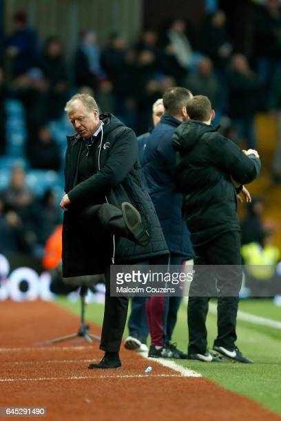 Derby County manager Steve McClaren kicksout a a chance is missed at the end of the game during the Sky Bet Championship match between Aston Villa...