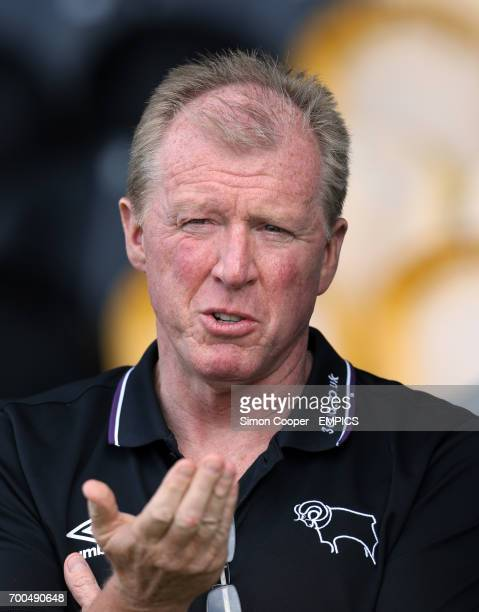 Derby County manager Steve McLaren prior to kick off