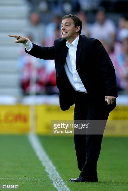Derby Derby County manager Billy Davies instructs his players during the CocaCola Championship match between Derby County and Sunderland at Pride...