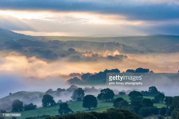 derbyshire landscape at sunrise from eccles pike in the whaley bridge and  chapel-en-le-frith area. uk - climate change stock pictures, royalty-free photos & images