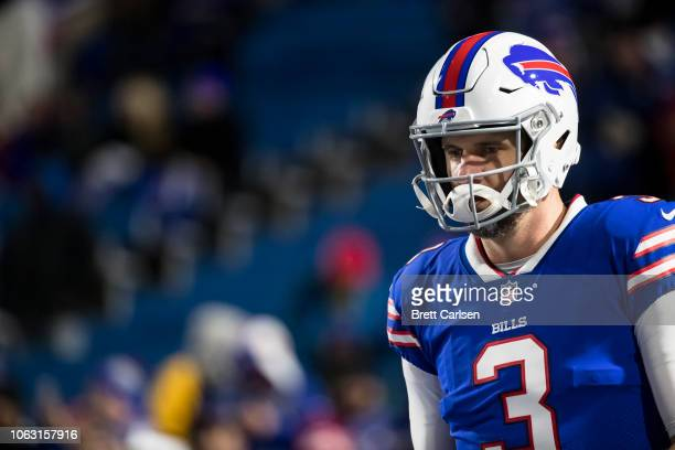 Derek Anderson of the Buffalo Bills warms up before the game against the New England Patriots at New Era Field on October 29 2018 in Orchard Park New...