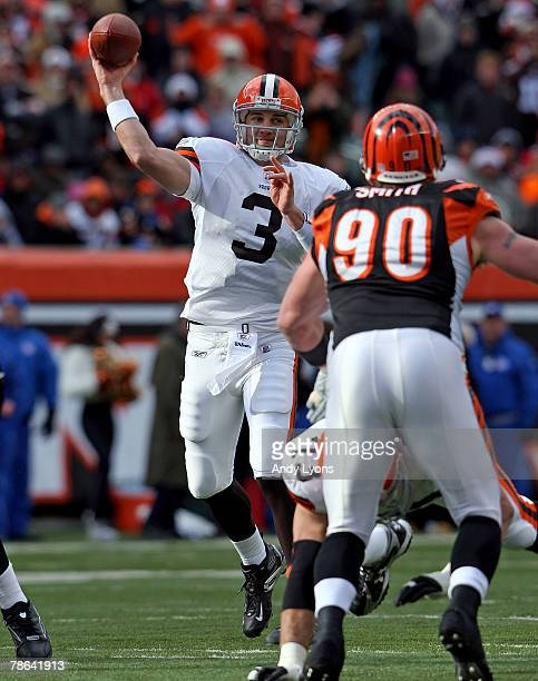 Derek Anderson of the Cleveland Browns throws a pass during the NFL game against the Cincinnati Bengals at Paul Brown Stadium December 23 2007 in...
