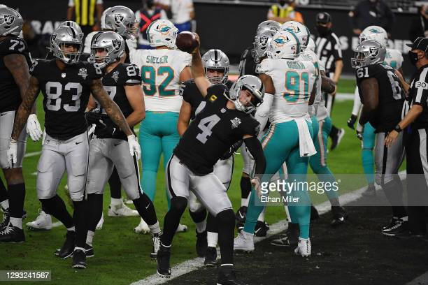 Derek Carr of the Las Vegas Raiders celebrates a touchdown during the first quarter of a game against the Miami Dolphins at Allegiant Stadium on...