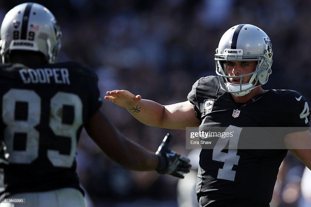 San Diego Chargers v Oakland Raiders : News Photo