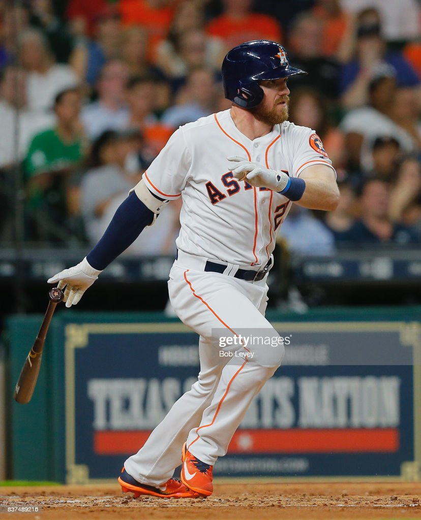 Derek Fisher #21 of the Houston Astros singles in a run in the second inning against the Washington Nationals at Minute Maid Park on August 22, 2017 in Houston, Texas.