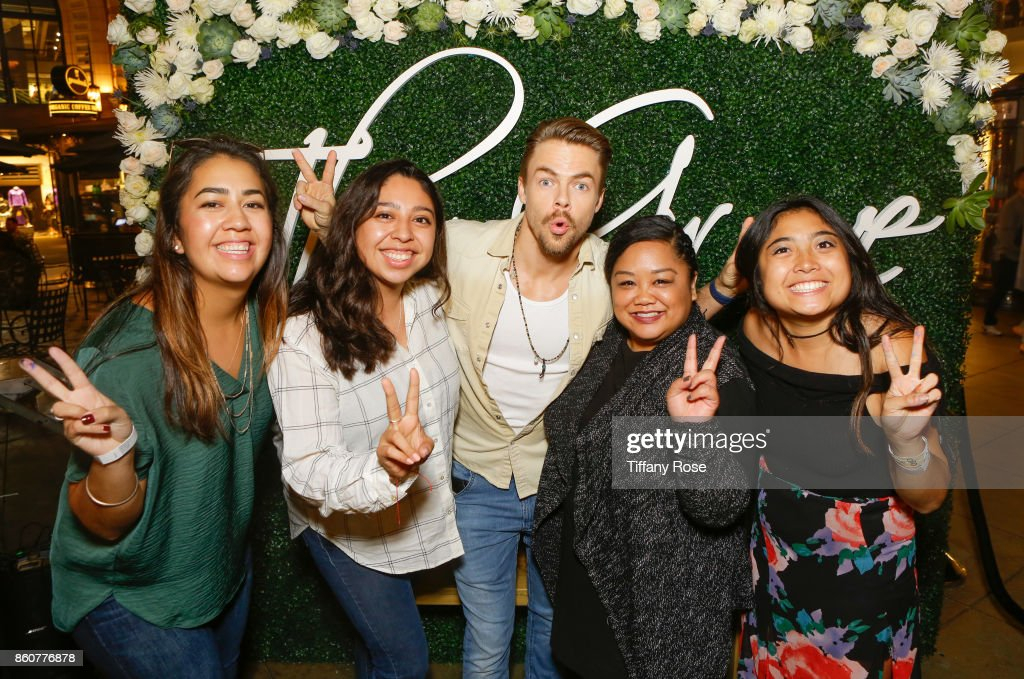 Derek Hough poses with fans at the Paint & Sip & Help event with Derek Hough & Mother Marriann Nelson to Benefit Children's Hospital Los Angeles at The Grove on October 12, 2017 in Los Angeles, California.