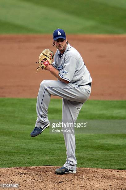 Derek Lowe of the Los Angeles Dodgers pitches to the New York Mets during game one of the National League Division Series at Shea Stadium on October...