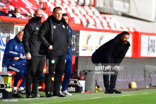 Derek McInnes Manager of Aberdeen looks on during the Ladbrokes Scottish Premiership match between Aberdeen and Celtic at Pittodrie Stadium on...
