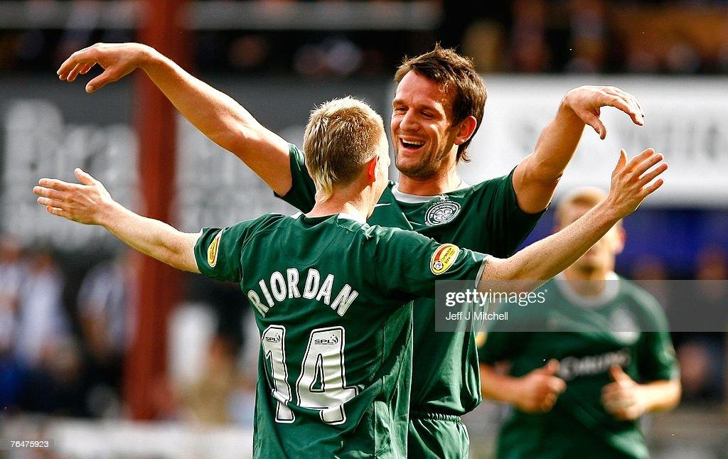 Derek Riordan of Celtic celebrates with Jan Vennegoor of Hesselink after scoring during the Scottish Premier League match between Celtic and St Mirren at Love Street on September 2, 2007 in Paisley, Scotland.
