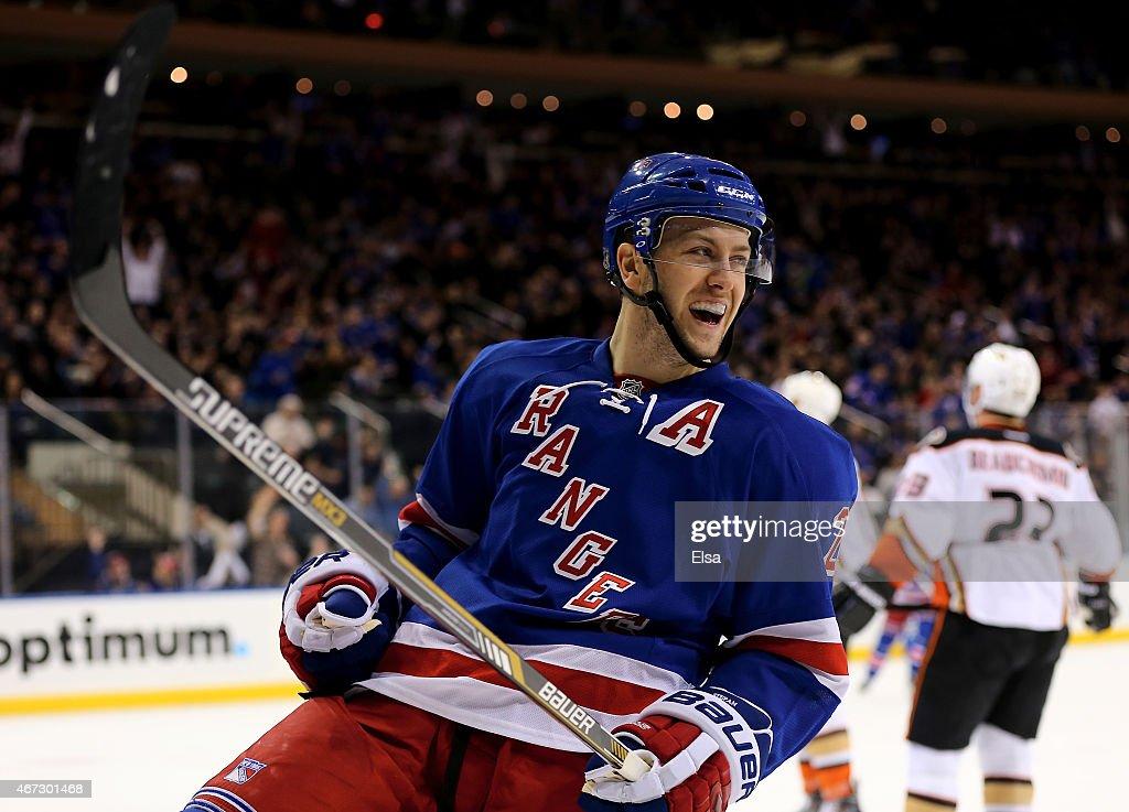 Anaheim Ducks v New York Rangers : News Photo