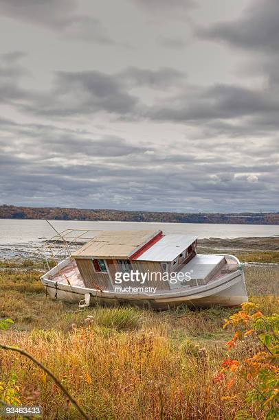 derelict beached boat off the saint lawrence river - river st lawrence stock pictures, royalty-free photos & images