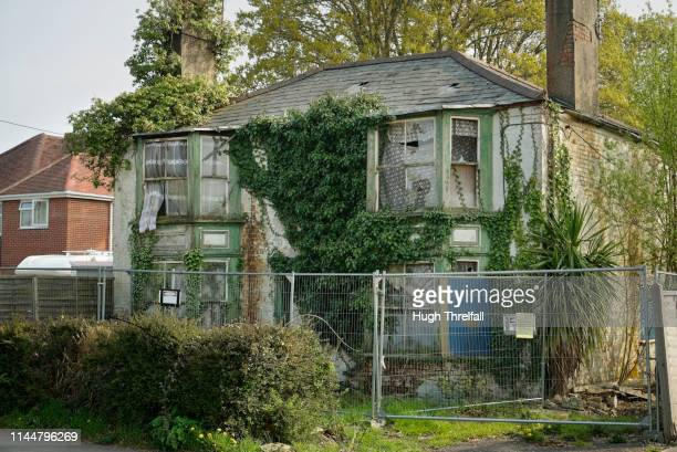 derelict house in england. very rare sight in south east britain. - hugh threlfall stock pictures, royalty-free photos & images