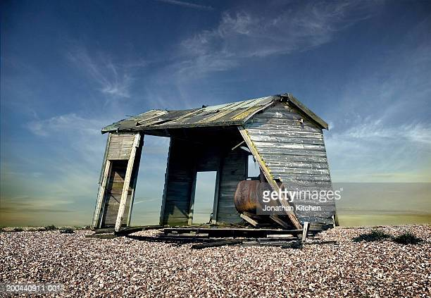 derelict hut on gravel beach - dungeness stock pictures, royalty-free photos & images