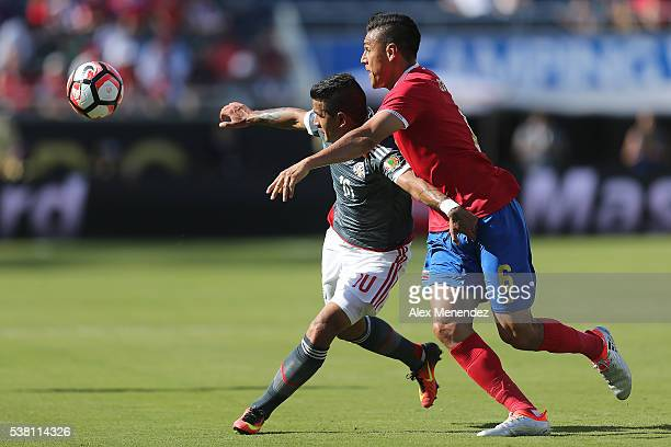 Derlis Gonzalez of Paraguay and Oscar Duarte of Costa Rica chase a loose ball during the 2016 Copa America Centenario Group A match between Costa...