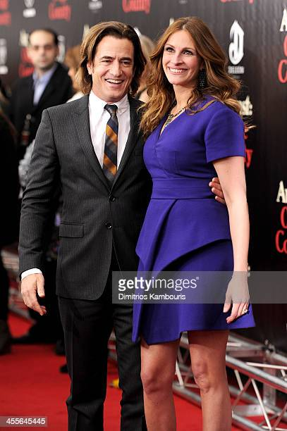 Dermot Mulroney and Julia Roberts attend the premiere of AUGUSTOSAGE COUNTY presented by The Weinstein Company with Ram Trucks on December 12 2013 in...