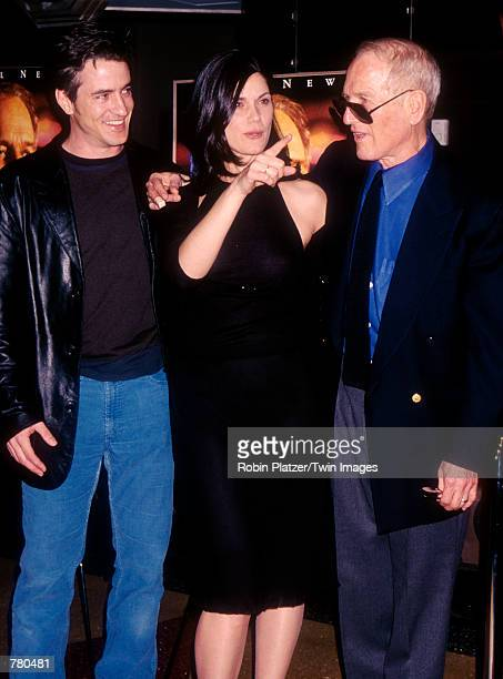 Dermot Mulroney Linda Fiorentino and Paul Newman attend the premiere of 'Where The Money Is' on April 4 2000 in New York City