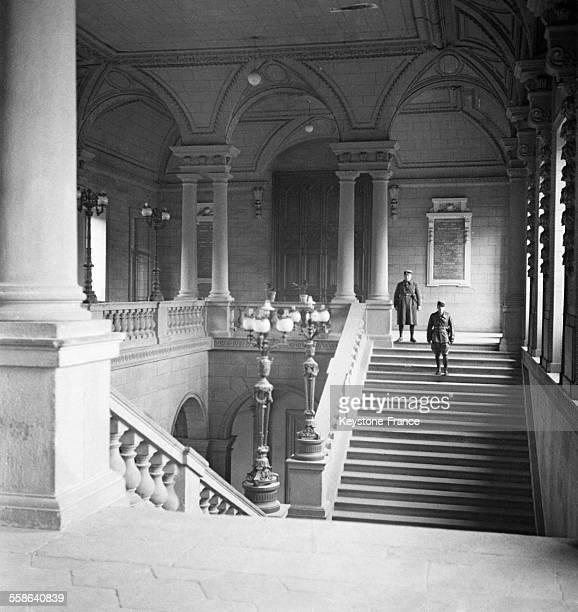 Derniers preparatifs dans le tribunal avant l'ouverture du proces voulu par les dirigeants du regime de Vichy qui avait pour objectif de demontrer...