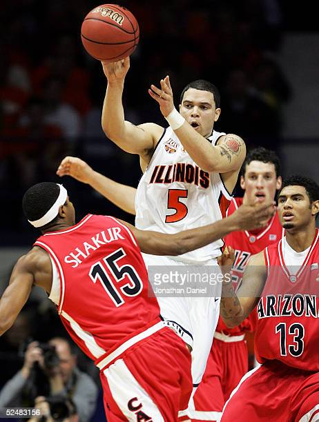 Deron Williams of the Illinois Fighting Illini passes out of the defense of Mustafa Shakur and Chris Rodgers of the Arizona Wildcats in the Chicago...