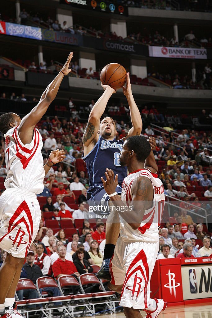 Deron Williams #8 of the Utah Jazz shoots the ball over Aaron Brooks #0 of the Houston Rockets on April 7, 2010 at the Toyota Center in Houston, Texas.