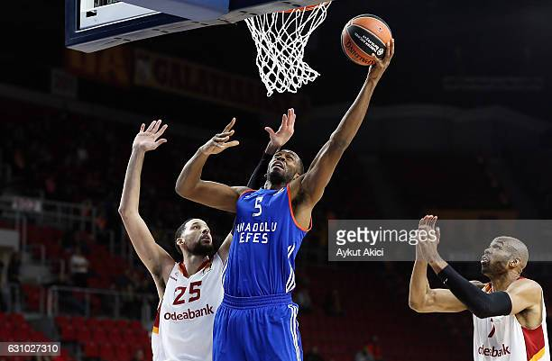 Derrick Brown #5 of Anadolu Efes Istanbul competes with Austin Daye #25 of Galatasaray Odeabank Istanbul during the 2016/2017 Turkish Airlines...