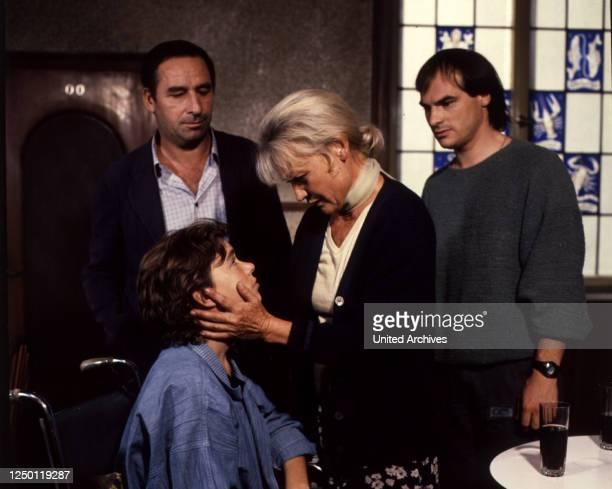 Familie im Feuer D 1985 Regie Zbynek Brynych HENRY VAN LYCK BEATE FINCKH IDA KROTTENDORF HANS GEORG PANCZAK