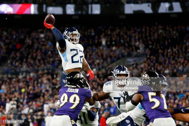 Derrick Henry of the Tennessee Titans throws a touchdown pass to Corey Davis in the third quarter of the AFC Divisional Playoff game against the...