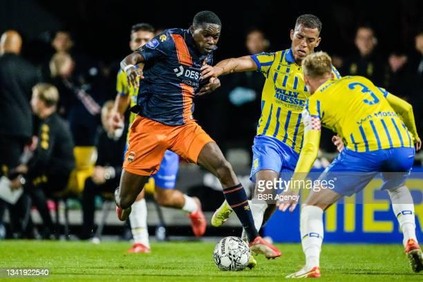 Derrick Kohn of Willem II, Jurien Gaari of RKC Waalwijk and Melle Meulensteen of RKC Waalwijk during the Dutch Eredivisie match between RKC Waalwijk...