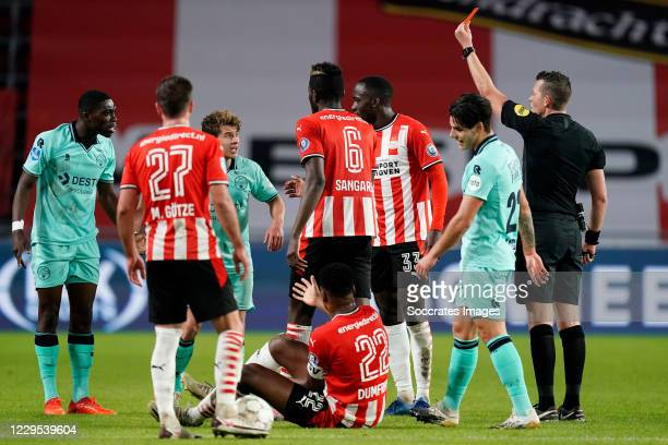 Derrick Kohn of Willem II receives a red card from referee Allard Lindhout during the Dutch Eredivisie match between PSV v Willem II at the Philips...