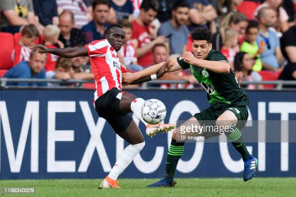 Derrick Luckassen of PSV Eindhoven and Michael Edwards of VfL Wolfsburg battle for the ball during the pre-season friendly match between PSV...