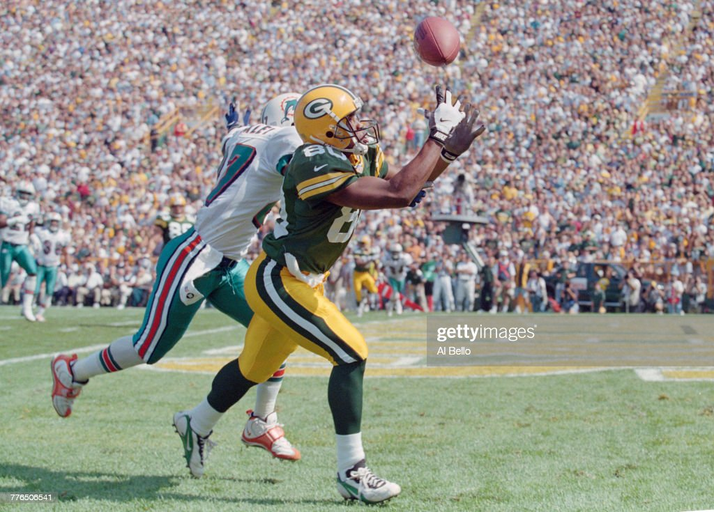 Miami Dolphins vs Green Bay Packers : News Photo