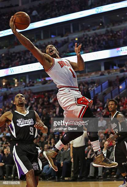 Derrick Rose of the Chicago Bulls drives drives to the basket past Ramon Sessions of the Sacramento Kings at United Center on February 10 2015 in...