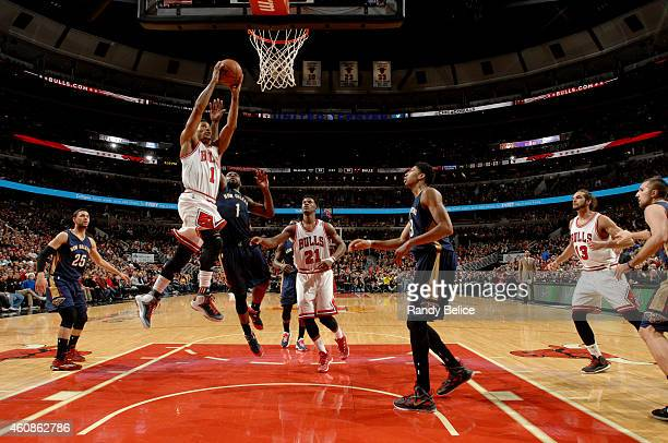 Derrick Rose of the Chicago Bulls dunks against the New Orleans Pelicans on December 27 2014 at the United Center in Chicago Illinois NOTE TO USER...