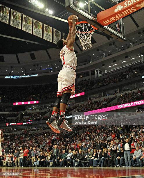 Derrick Rose of the Chicago Bulls dunks against the Utah Jazz at the United Center on November 8 2013 in Chicago Illinois NOTE TO USER User expressly...