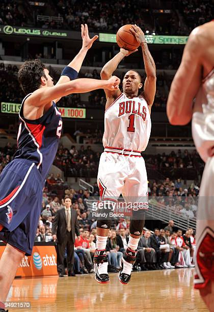 Derrick Rose of the Chicago Bulls shoots a jumper over Zaza Pachulia of the Atlanta Hawks during the NBA game on December 19 2009 at the United...