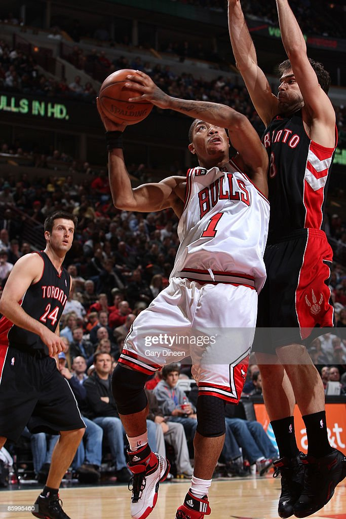 Derrick Rose of the Chicago Bulls shoots a layup against