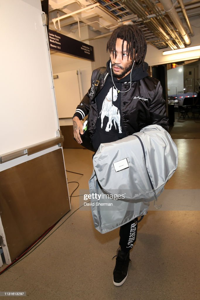 Derrick Rose of the Minnesota Timberwolves arrives to the game