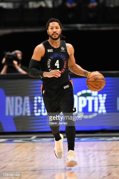 Derrick Rose of the New York Knicks dribbles the ball during the game against the Dallas Mavericks on April 16, 2021 at the American Airlines Center...