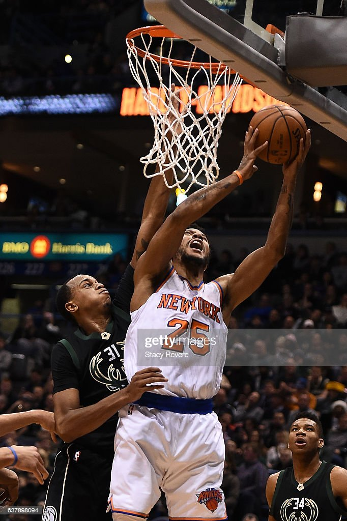 0955f1435d8 Derrick Rose of the New York Knicks drives to the basket against ...