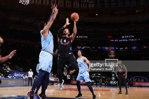 Derrick Rose of the New York Knicks drives to the basket during the game against the Memphis Grizzlies on April 9, 2021 at Madison Square Garden in...